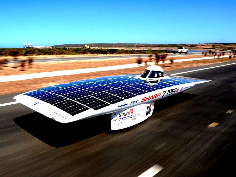 В Австралии стартовали состязания автомобилей, которые работают при помощи солнечной энергии. - фото