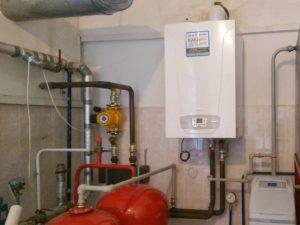 Установка газового конденсационного котла на 98 кВт