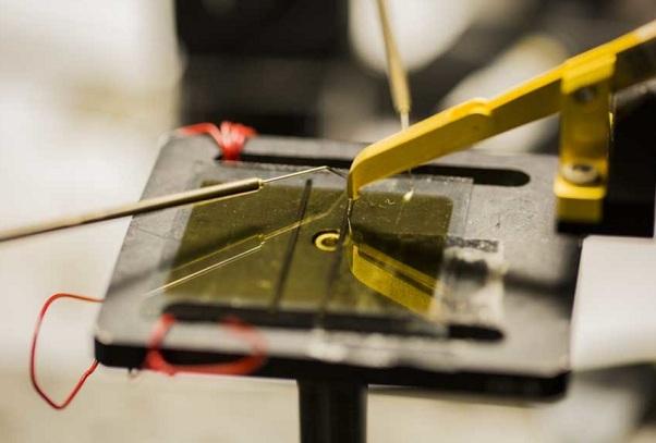 Ученые нашли способ делать солнечные батареи из пластмассы - фото