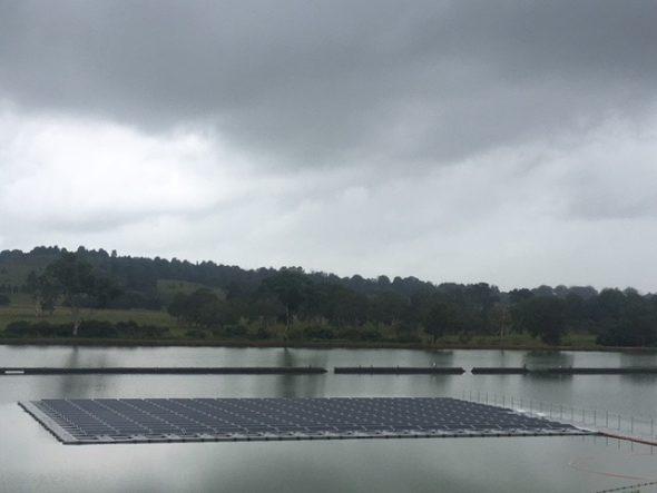 В Австралии запустили плавучую солнечную электростанцию мощностью 100 кВт - фото