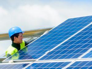 На крупнейшей в России солнечной электростанции начат монтаж инверторных установок